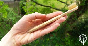 Bambus Zahnbürste Kinder mit Hand baumfrei