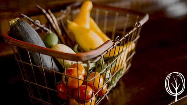 Selbstversorgung durch den eigenen Garten - Gartenbista.de - Gemüseinkauf - Beitragsbild